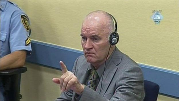 Ratko Mladic vor dem Haager Tribunal (2011).