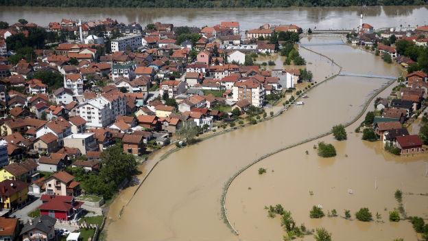 Die überschwemmte Stadt Brcko in Bosnien.
