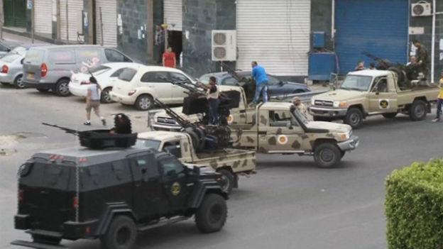Libysche Sicherheitskräfte vor dem Parlament in Tripolis nach einem Angriff von Rebellen (18. Mai)