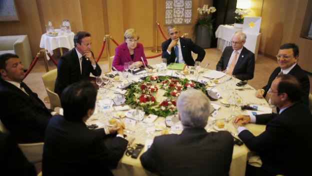 Intensive Gespräche am runden G7-Tisch.