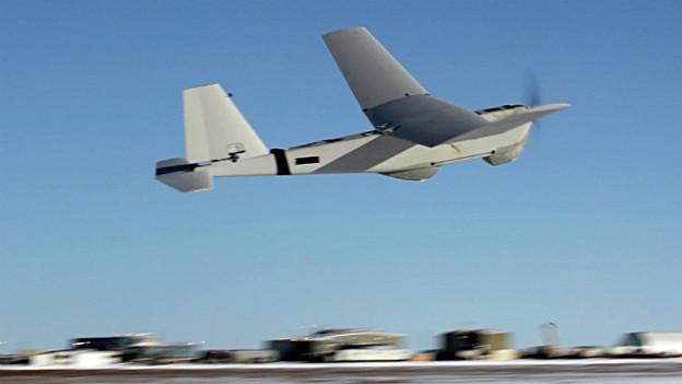 Drohne im Einsatz über Militäranlage