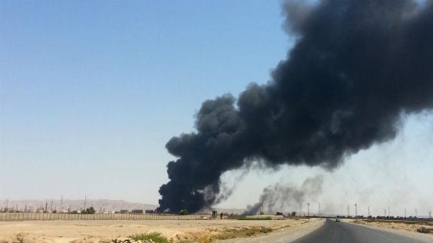 Brennende Ölraffinerie in Beiji