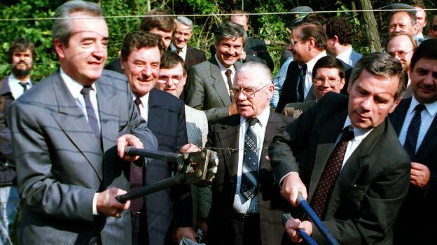 Gyula Horn (rechts) und Alois Mock am 27. Juni 1989.