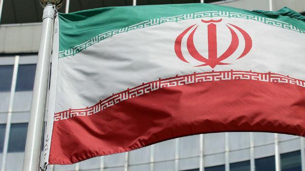 Die iranische Flagge vor dem UNO-Gebäude in Wien.