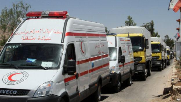 Hilfsgüter warten an der Grenze zu Syrien.