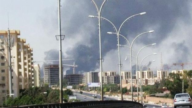 Rauch über der libyischen Stadt Tripolis.