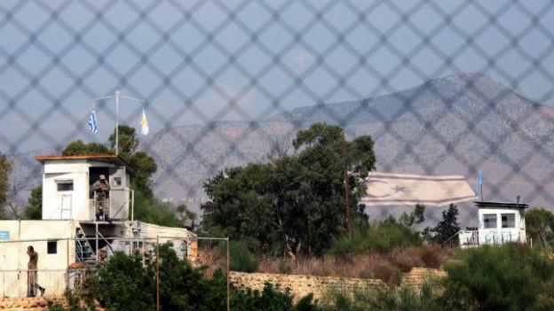 Griechischer Armeeposten an der Grenze zum türkischen Teil der Insel.