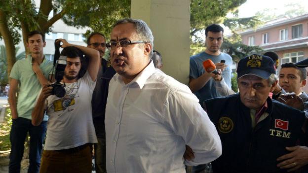 Einer von mehreren festgenommenen Erdogan-Kritikern.