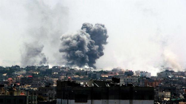 Die Angriffe gehen weiter: Rauchwolke im dicht besiedelten Gaza-Streifen