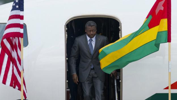 Togos Präsident, Faure Gnassingbe, beim verlassen des Flugzeugs in der Andrews Airforce Base.