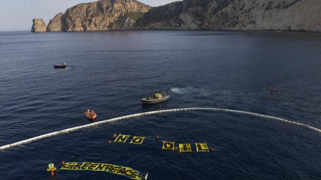 Proteste von Greenpeace vor Ibiza am 11. Juni 2014.