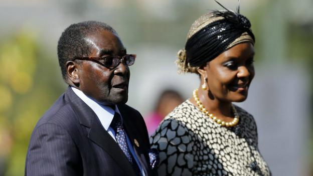 Grace und Robert Mugabe bei ihrer Ankunft in Südafrika im Mai 2014.