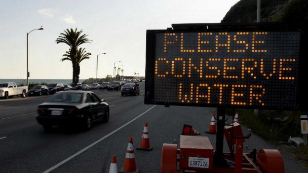 KalifornierInnen werden zum Wassersparen aufgefordert.