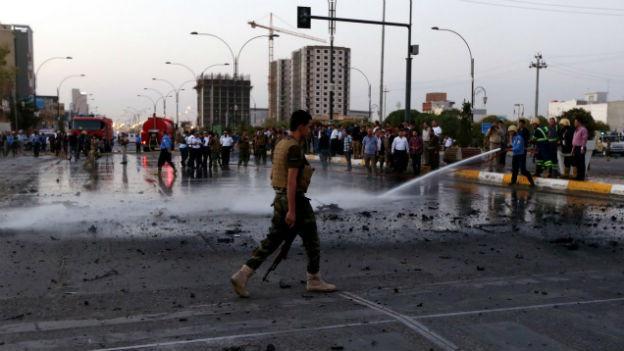 Kurdische Sicherheitskräfte nach einem Bombenattentat in Erbil im Norden Iraks am 23. August 2014.