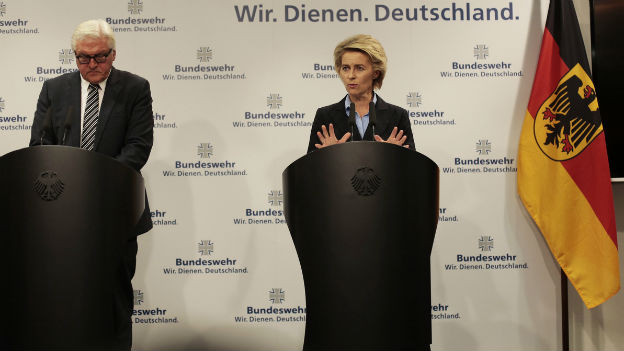 Der deutsche Aussenminister Frank Walter Steinmeier und die deutsche Verteidigungsministerin Ursula von der Leyen vor den Medien.