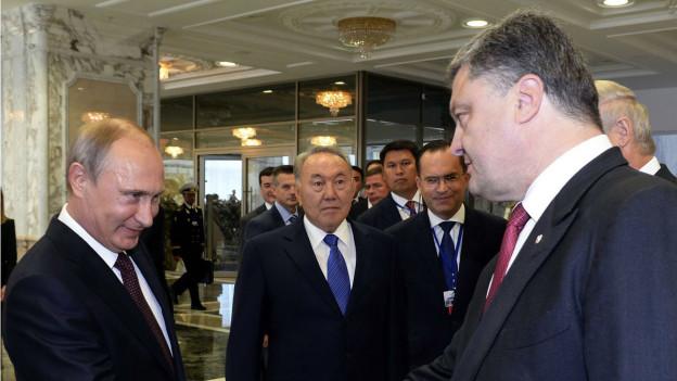 Putin und Poroschenko schütteln die Hände