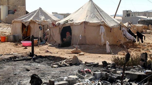 Syrische Flüchltingsfrau in ihrem Zelt in Bekaa Valley.