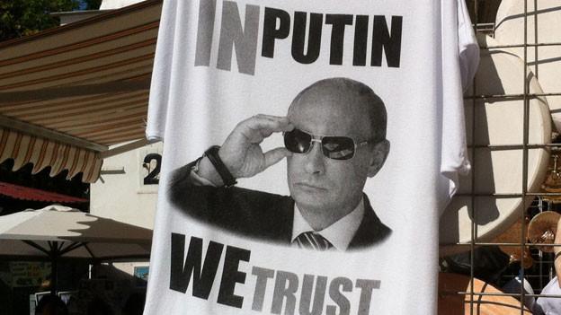Putin- und Russlandeuphorie - überall auf der Krim werden derzeit T-Shirts mit solchen und ähnlichen Aufdrucken angeboten.