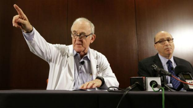 Dr. Edward Goodman, Epidemologe am Texas Health Presbyterian Hospital Dallas während einer Pressekonferenz vom 30. September 2014 zum ersten Ebola-Patienten in den USA