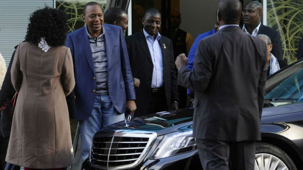 Uhuru Kenyatta (zweiter von li) hat nicht viel zu befürchten vom ICC.