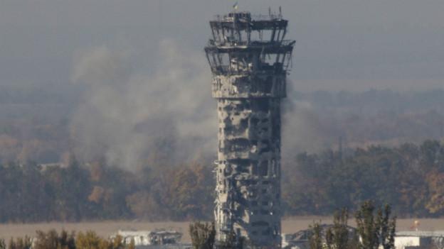 Der Tower des Flughafens ist von Einschusslöchern übersät.