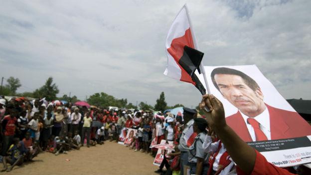 Tausende demonstrieren für den Präsidenten Botswanas, Ian Khama.