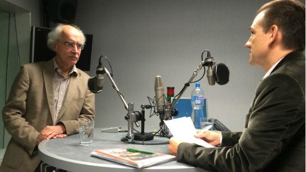 Islamwissenschaftler Prof. Reinhard Schulze bei Iwan Santoro im Radiostudio Bern.