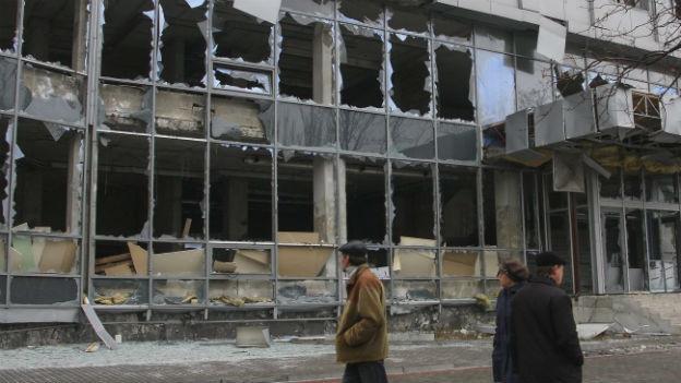 Zerstörtes Gebäude in der ostukrainischen Stadt Donezk.