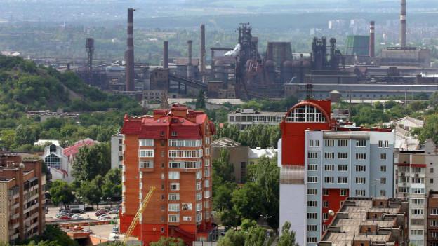 Hochhäuser und die Skyline von Donezk im Jahre 2005.