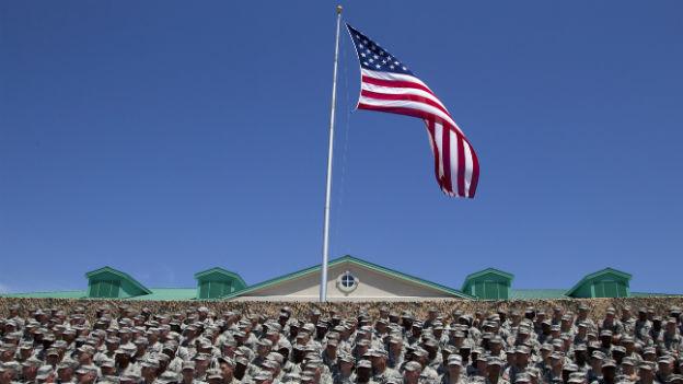 US-Truppen warten am 27. April 2012 in Fort Stewart auf Präsident Obama