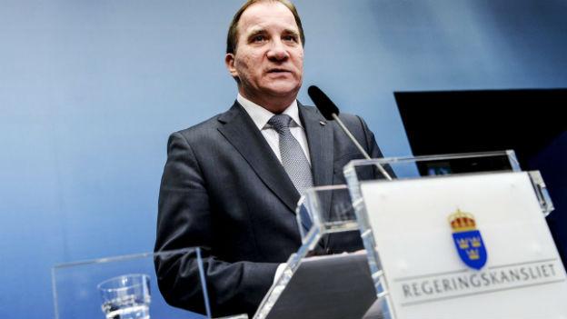 Schwedens Regierungschef Löfven an Rednerpult.