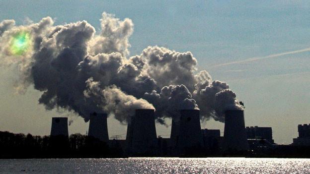 Das Kohlekraftwerk Jänschwalde aus DDR-Zeiten ist technisch zwar nachgerüstet, hat trotzdem den dritt-grössten Schadstoff-Ausstoss in Europa.