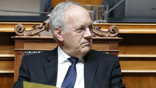 Bundesrat Schneider-Amman am Rednerpult im Nationalratssaal.