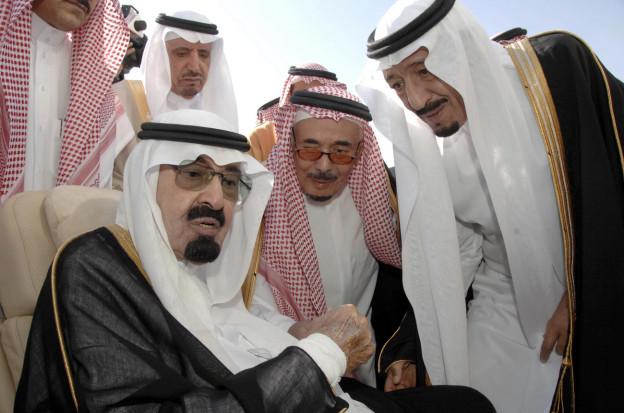 Fünf Männer mit der typisch saudischen weissen Kopfbedeckung, vorne links der verstorbene König Abdulla.
