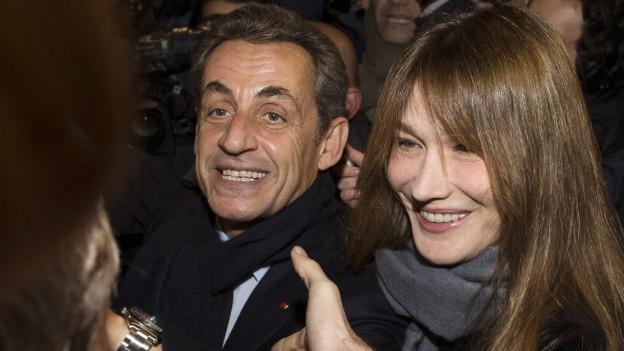 Nicolas Sarkozy mit seiner Frau Carla Bruni-Sarkozi nach der Wahl zum Präsidenten der UMP.