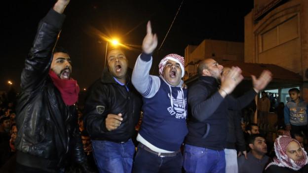 Familienmitglieder des ermordeten jordanischen Piloten Muath Al-Kaseasbeh.
