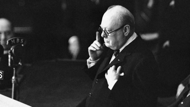 Winston Churchill bei einer Rede.