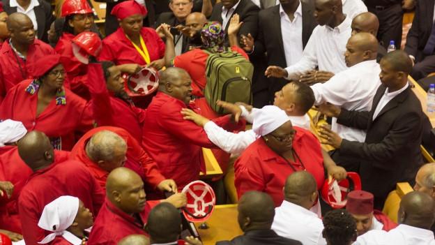 Aufnahme von Tumulten im südafrikanischen Parlament.