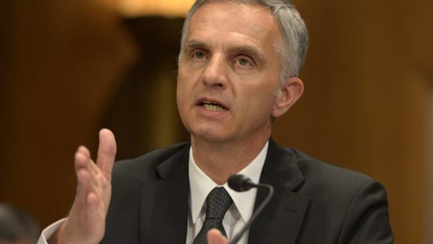 Bundesrat Didier Burkhalter, gestikulierend.