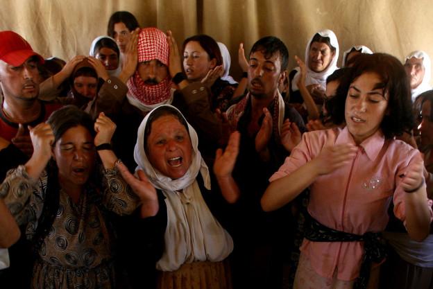 Jesiden trauern um getötete Angehörige dieser religiösen Minderheit in Irak.