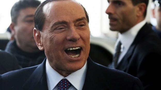 Grossaufnahme Silvio Berlusconi - er lacht über das ganze Gesicht.