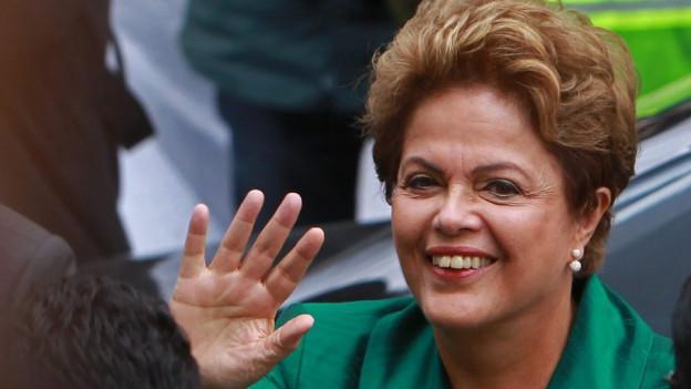 Dilma Roussef lachen.