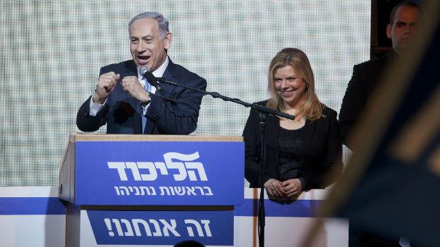 Benjamin Netanjahu lässt sich von seinen Anhängern feiern.