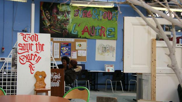 Der zentrale Begegnungsraum im Lycée Lazare Ponticelli in Paris.