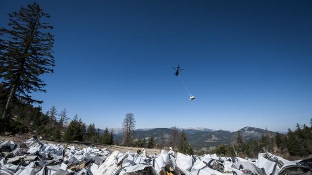 Wrackteile der abgestürzten Germanwings-Maschine in den französischen Alpen.