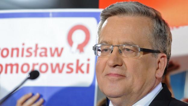 Bronislaw Komorowski schaut nachdenklich nach der 1. Wahlrunde