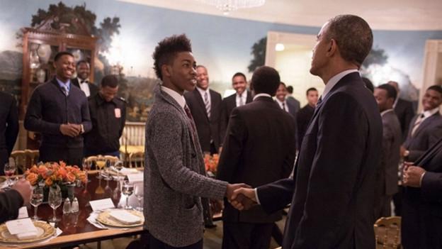 US-Präsident Barack Obama trifft Jugendliche zum Lunch. Obamas Initative «My Brother's Keeper» unterstützt farbige Jugendliche.