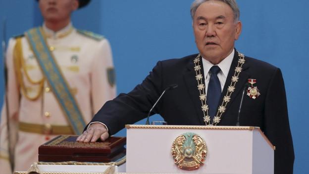 Nursultan Nasarbajew bei der Vereidigung als Präsident Ende April 2015