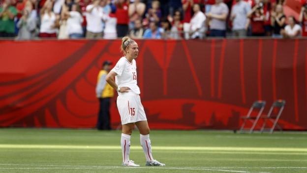 Caroline Abbe schaut enttäuscht nach dem WM-Aus gegen Kanada