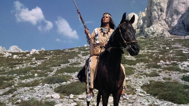 Stolzer Apachen-Häuptling - Schauspieler Pierre Brice